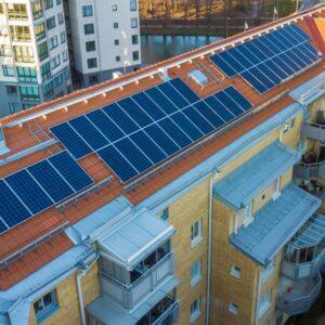 ¿Es posible reducir los gastos de consumo de luz de la Comunidad con placas solares?